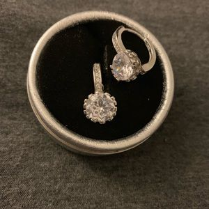 Jewelry - Stunning 'engagement ring' like earrings!